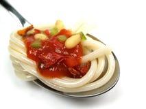 Spaghetti met saus royalty-vrije stock afbeelding