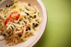 Spaghetti met spinazie royalty-vrije stock afbeeldingen