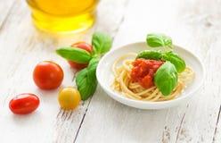 Spaghetti met tomaten Stock Afbeelding