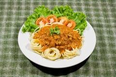 Spaghetti met tomatensaus en persil Royalty-vrije Stock Foto's
