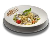 Spaghetti met tonijn, kersentomaten Stock Foto's