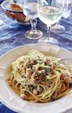Spaghetti met tonijneieren stock foto's