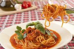 Spaghetti met tonijnsaus royalty-vrije stock foto's