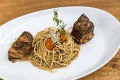 Spaghetti met Varkensvleesbuik Stock Foto's