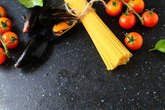 Spaghetti with mussels and tomatoes Stock Images