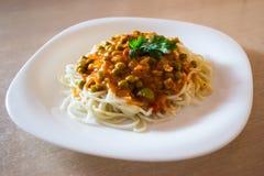 Spaghetti op de witte plaat Royalty-vrije Stock Afbeeldingen
