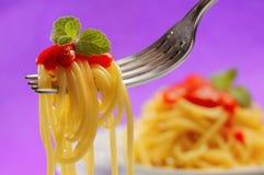Spaghetti op een vork stock foto's