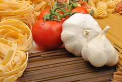 Spaghetti with organic tomato and garlic Royalty Free Stock Photos