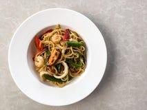 Spaghetti owoce morza na naczyniu Obraz Royalty Free