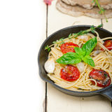 Spaghetti pasta with baked cherry tomatoes and basil Royalty Free Stock Images