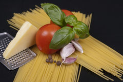 Spaghetti pasta, tomato, basil, garlic and cheese Royalty Free Stock Images