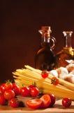 Spaghetti Pasta With Tomatoes & Garlic Royalty Free Stock Photos