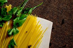 Spaghetti, persil et clous de girofle Photos libres de droits