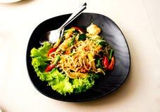 Spaghetti Remuer-Frits avec la cordelette photos libres de droits