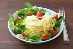 Spaghetti with salad Royalty Free Stock Photos