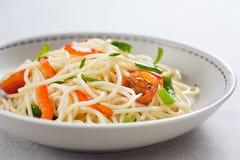 Spaghetti sautéed con le verdure fotografia stock libera da diritti