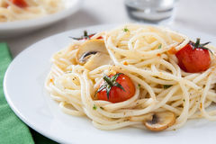 Spaghetti sauted with tomatoes and mushrooms Stock Photography