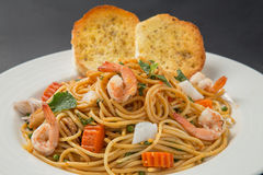 Spaghetti with shrimp Royalty Free Stock Photo