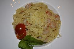 spaghetti with shrimps in cream sauce royalty free stock photography