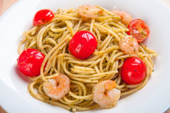 Spaghetti with shrimps, tomatoes Stock Photography