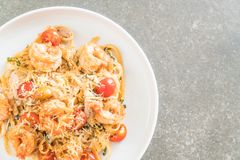 spaghetti with shrimps, tomatoes, basil and cheese Royalty Free Stock Photography