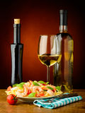 Spaghetti with shrimps and wihte wine Stock Photos
