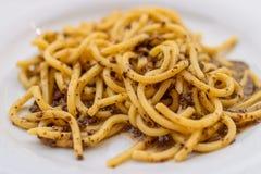 Spaghetti Spaghettoni avec des champignons Plat italien traditionnel image stock