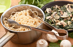 Spaghetti with spinach and mushrooms Royalty Free Stock Photography