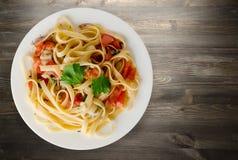 Spaghetti su un piatto Immagini Stock