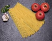 Spaghetti sul tagliere Fotografia Stock