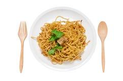 Spaghetti sulla zolla bianca Immagini Stock