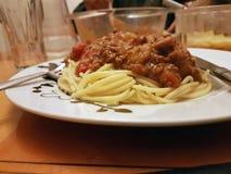 Spaghetti sulla zolla bianca Immagine Stock