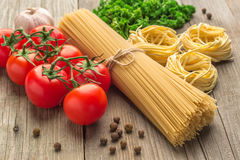 Spaghetti and tagliatelle with ingredients Royalty Free Stock Photos