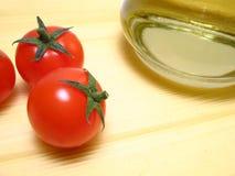 Spaghetti, tomaten en olijfolie Royalty-vrije Stock Foto's