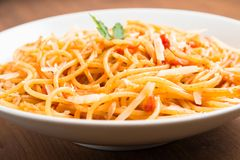 Spaghetti with tomato and cheese Royalty Free Stock Images