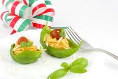 Spaghetti with tomato e basil Stock Photos
