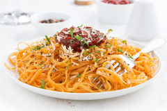 Spaghetti with tomato sauce and parmesan, close-up Royalty Free Stock Images