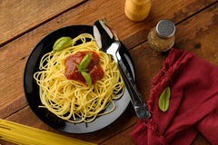 Spaghetti with tomato sauce and their ingredients arround,adjus Stock Photography