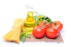Spaghetti with tomatoes, olive oil and basil Royalty Free Stock Images