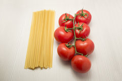 Spaghetti and tomatoes ready to cook Royalty Free Stock Photos