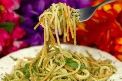Spaghetti tricolores sur la fourchette Photographie stock libre de droits