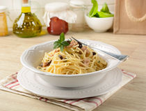 Spaghetti with tuna, capers and black olives Stock Images