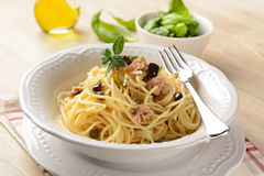 Spaghetti with tuna, capers and black olives Royalty Free Stock Photography