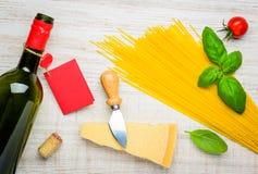 Spaghetti, vino e parmigiano Fotografia Stock Libera da Diritti