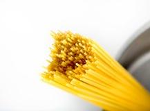 Spaghetti w garnku Zdjęcie Royalty Free