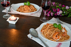 Spaghetti w pomidorowym kumberlandzie Romantyczny obiadowy pojęcie Zdjęcia Stock