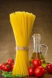 Spaghetti z basilem, pomidoru olej Obrazy Royalty Free