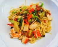 Spaghetti z krab imitaci kraba pomidorem i kijem Zdjęcie Stock