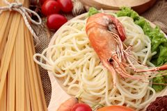 Spaghetti z krewetkowym i pomidorowym kumberlandem wyśmienicie Fotografia Stock