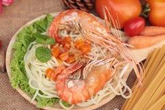Spaghetti z krewetkowym i pomidorowym kumberlandem wyśmienicie Obrazy Royalty Free